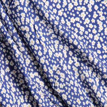 moonshine-daises-by-lady-mcelroy-bloomsbury-square-fabrics-4028